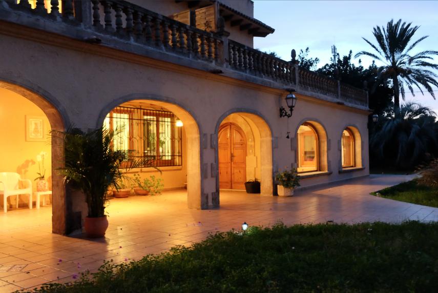 House outside entrance evening