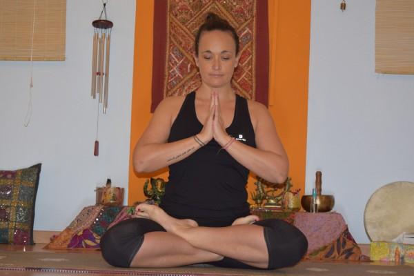 Meditación en Estudio Yoga Sirsasana