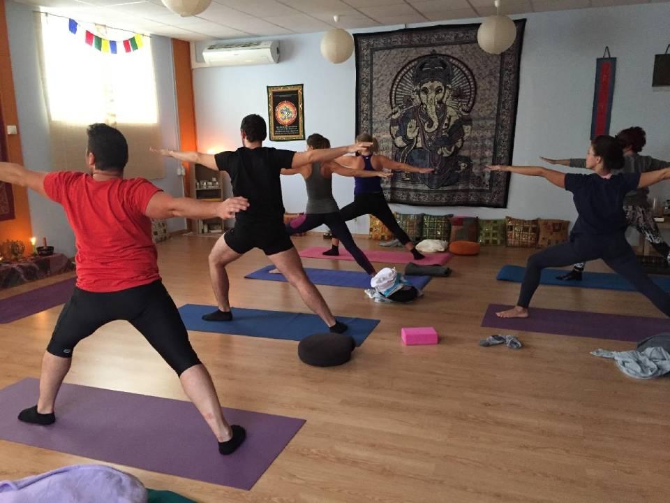 Cómo es una clase de Hatha Yoga integral